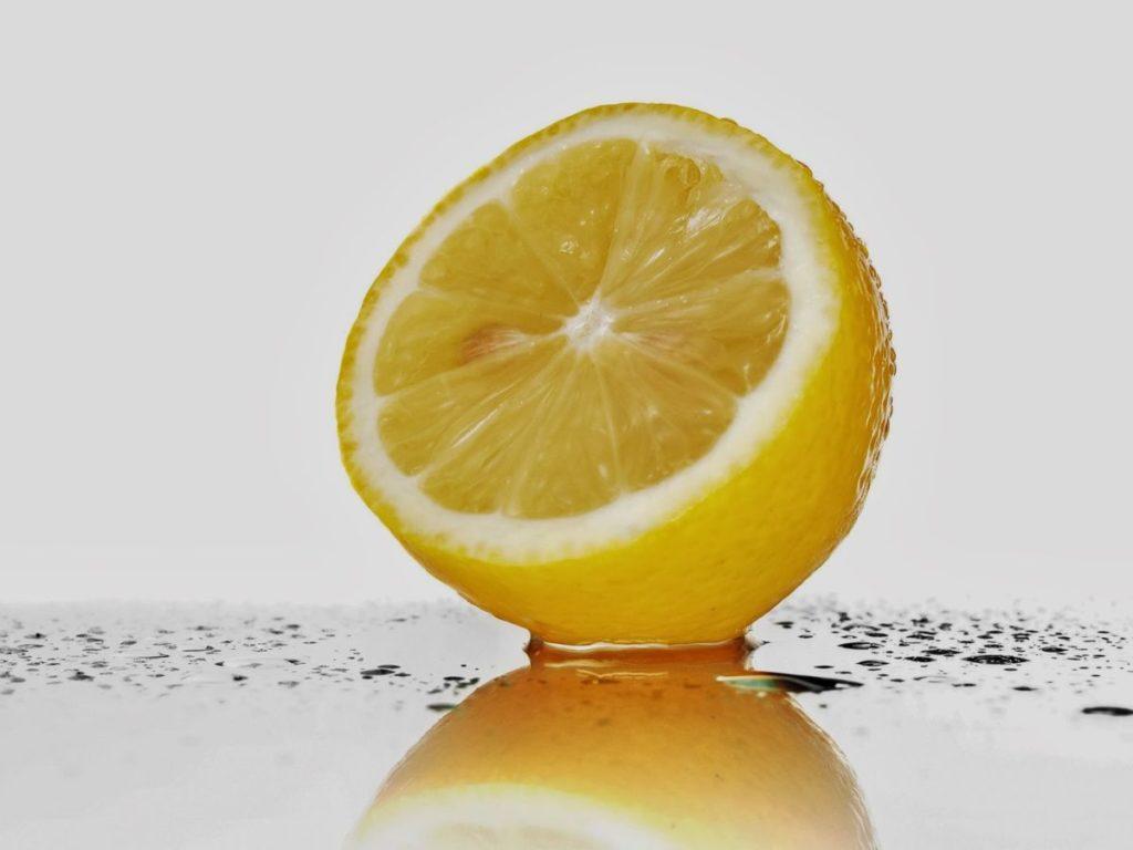 Лимон при цистите – у женщин, с водой, чай, можно ли есть